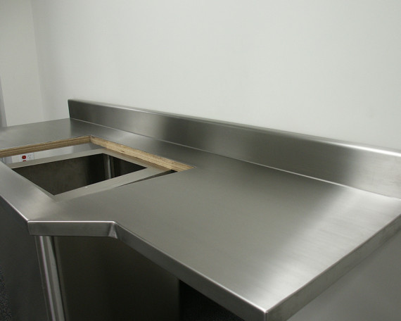 Counter-with-dbl-sink-and-backsplash